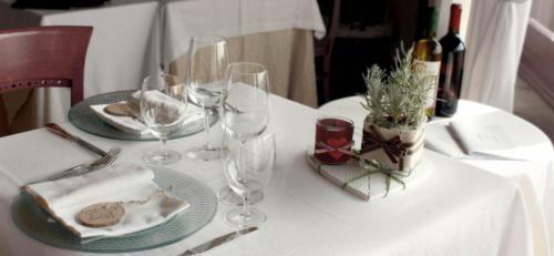 tavolo-apparecchiato-2000x925